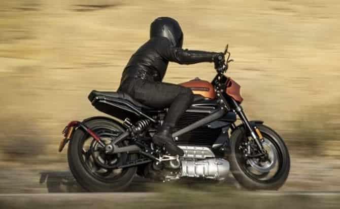 Motociclista, moto, curva