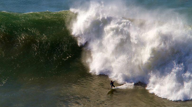 Natxo Gonzalez nominado a los Billabong XXL por una ola en La Galea, Getxo