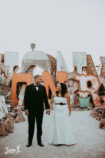 Photos de mariage à Las Vegas Neon Museum blog mariage www.unjourmonprinceviendra26.com
