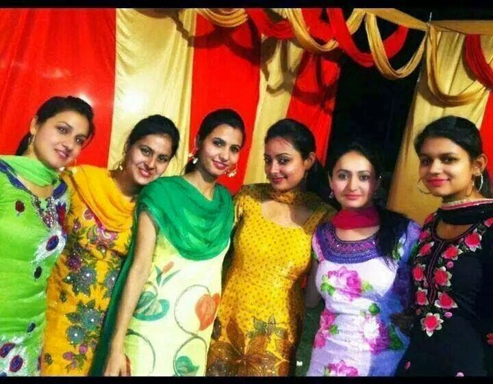 Beautiful Pakistani Punjabi Girls In Group Photos