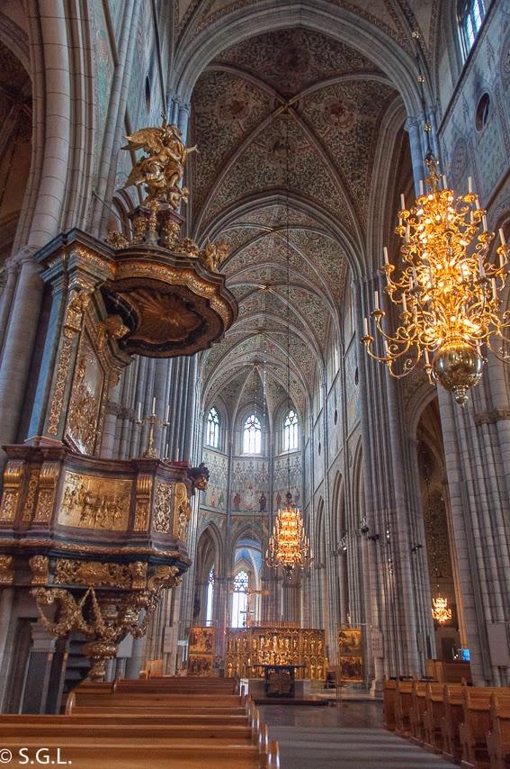 Interior de la catedral de Uppsala. Visitando Suecia: Un dia en Uppsala