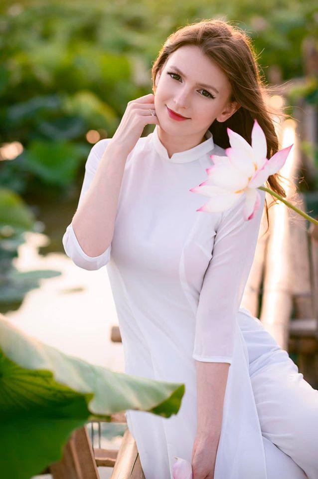 Ảnh NÓNG hot girl DJ Alexandra Rud | ClipHubs.Com
