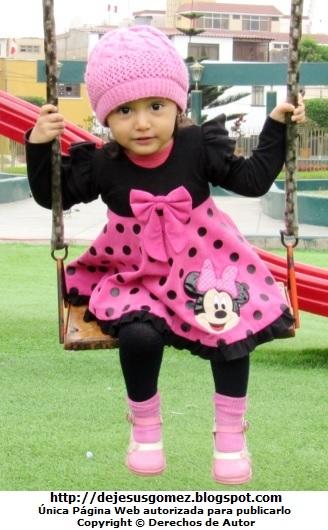 Foto de un linda niña en el columpio. Foto de niña tomada por Jesus Gómez
