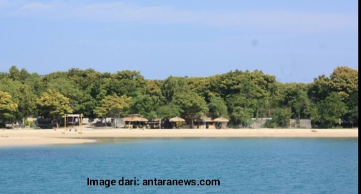 Pantai Sembilan Di Pulau Gili Genting