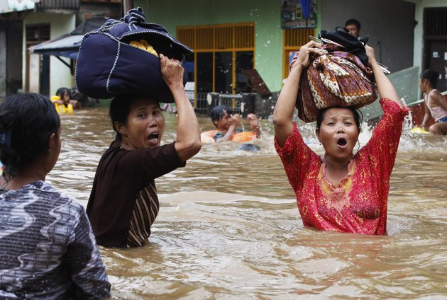 Flooding brings Indonesia to it's knees and the worst is yet to come!  Jakarta-flood-2013-woman-with-bag-on-head