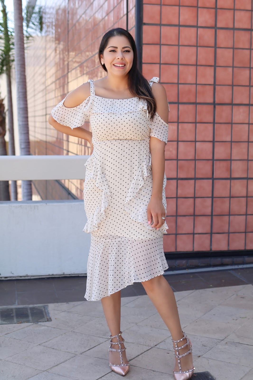 How to wear polka dots, dotted chic dress, dotted chic outfit