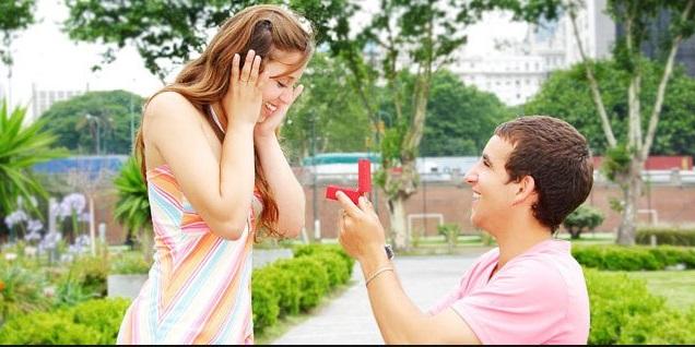 Banyak cara yang dilakukan oleh seseorang ketika ingin mengungkapkan cintanya pada sang geb Tips dan Cara Unik Mengungkapkan Perasaan Cinta