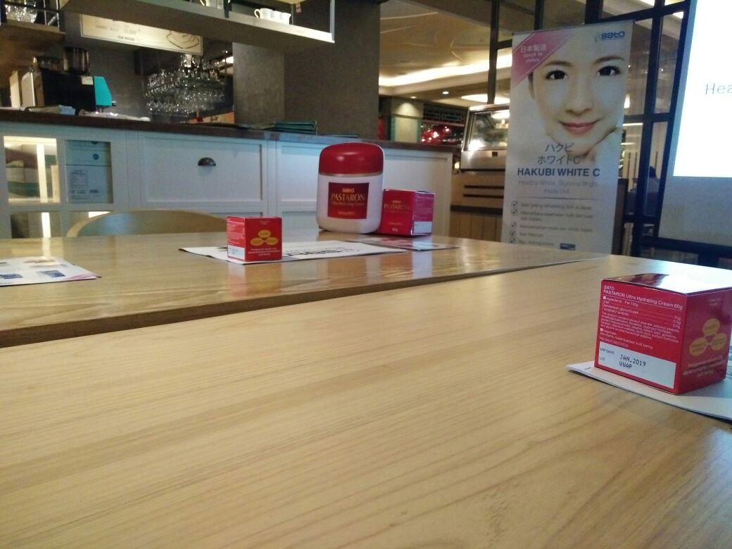 Andiyani Achmad Event Report Hakubi Blogger Gathering For Sato Pastaron Cream Ibu Yosi Krisyanti Selaku Product Manager Indonesia Pun Membuka Acara Ini Dan Menjelaskan Tentang Struktur Kulit Hal Apa Saja Yang Dapat