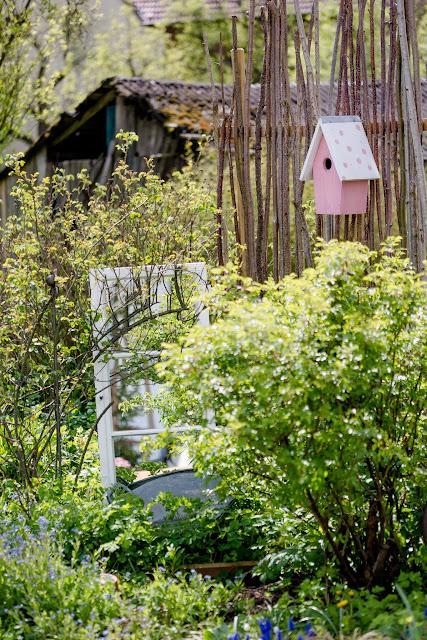 Garten im April, Pomponetti