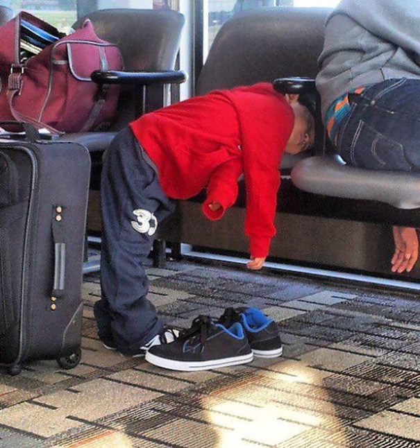 15+ Hilarious Pics That Prove Kids Can Sleep Anywhere - If Only I Could Sleep Like This Kid