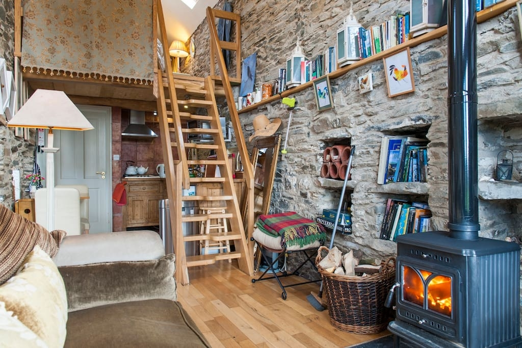 01-Airbnb-Architecture-with-the-13th-Century-Stone-Barn-Conversion-www-designstack-co