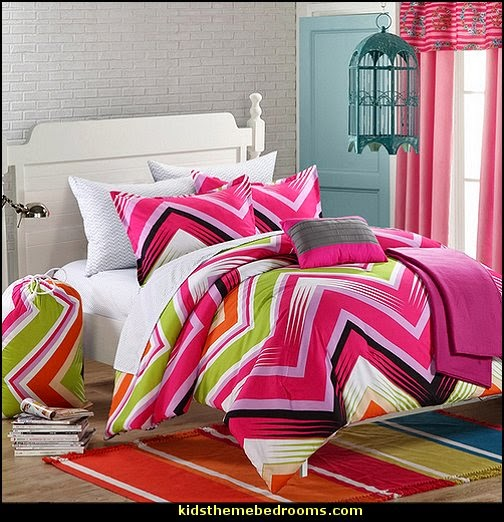 Ziggy Zag Fuchsia Reversible Dorm Room Bedding Set