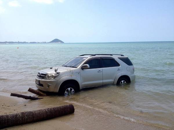 Toyota Fortuner в море