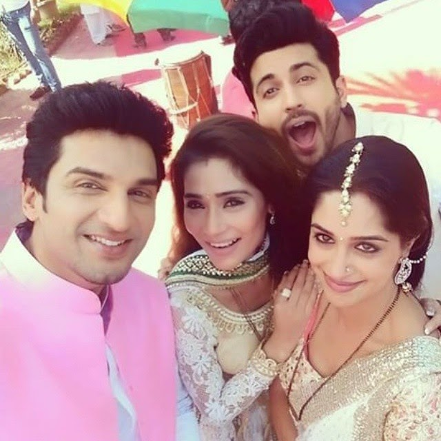 @ssarakhan @manishraisinghan @ms.depika & @dheerajdhoopar 😘