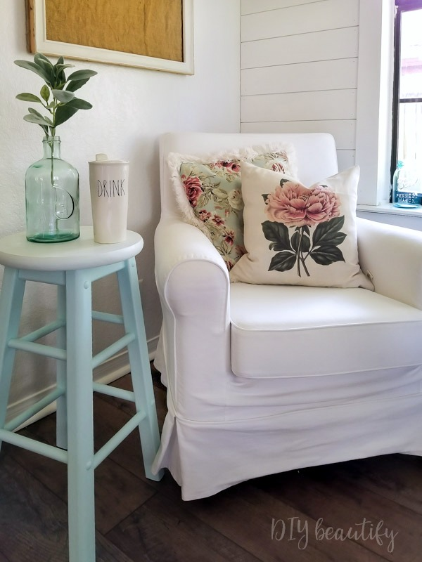 floral pillows, shiplap wall, Rae Dunn