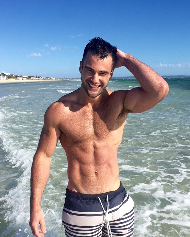 BenZerbst-cute-shirtless-beach-boy