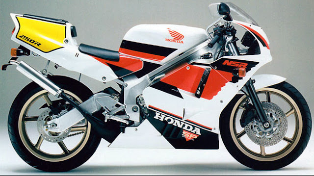 Sport Bikes Duel: Honda VFR400R Vs NSR250R SP