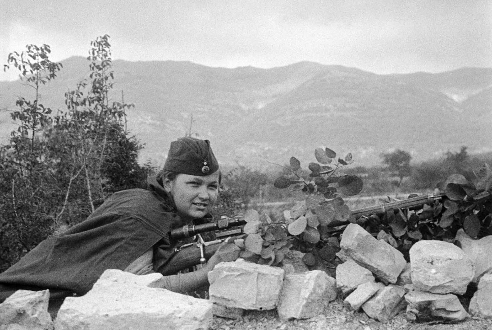 Sniper Liza Mironova in combat. 1943.