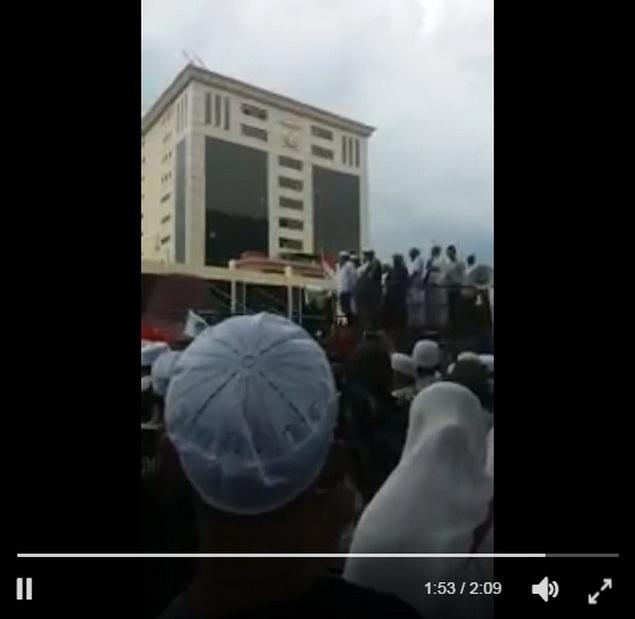 """[VIDEO] Penjelasan Sekjen FPI Munarman Atas Tuntutan Umat Islam Pada """"Aksi 161 Bela Ulama"""" di Mabes Polri"""