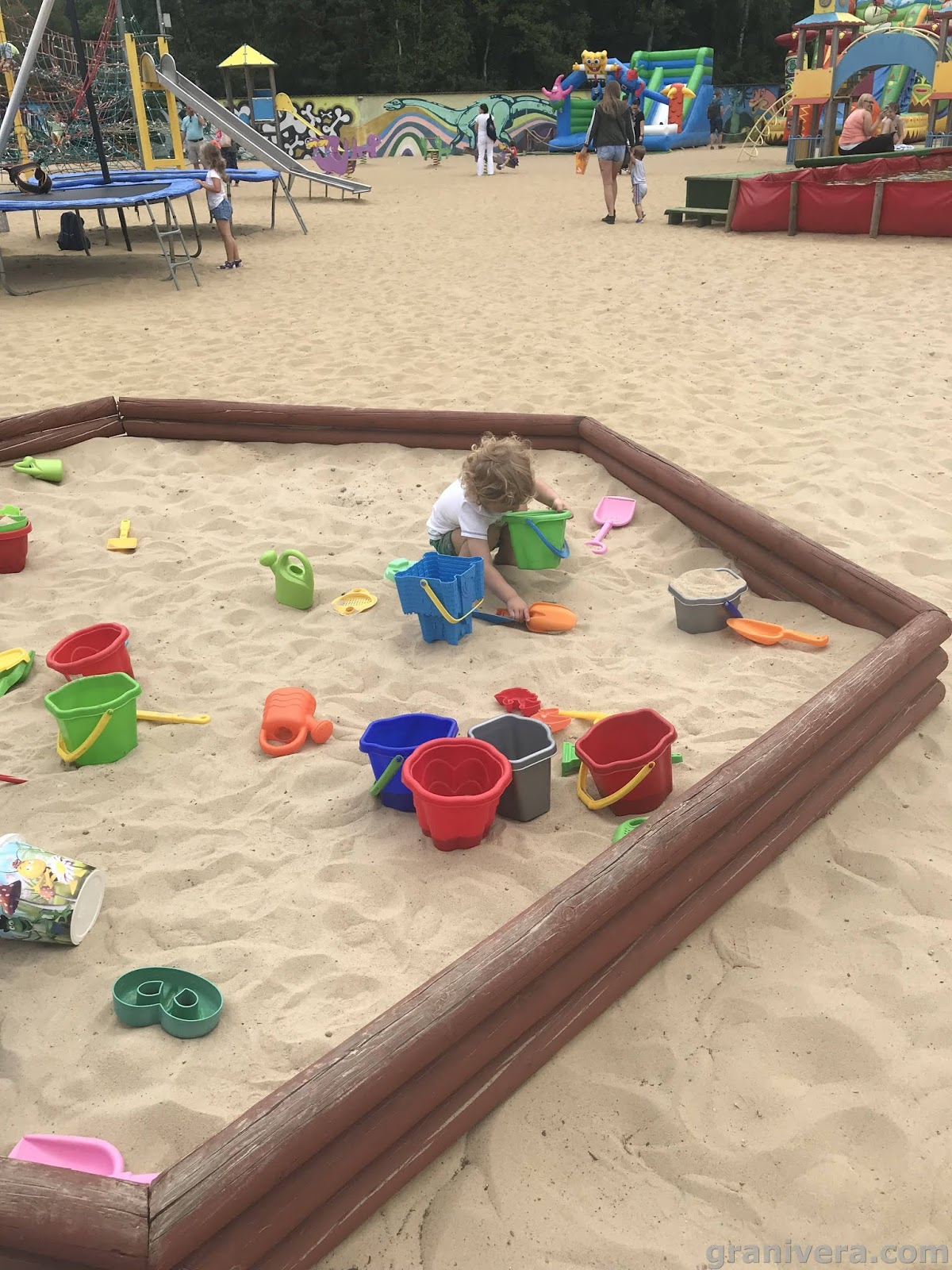 piaskownica i zabawki