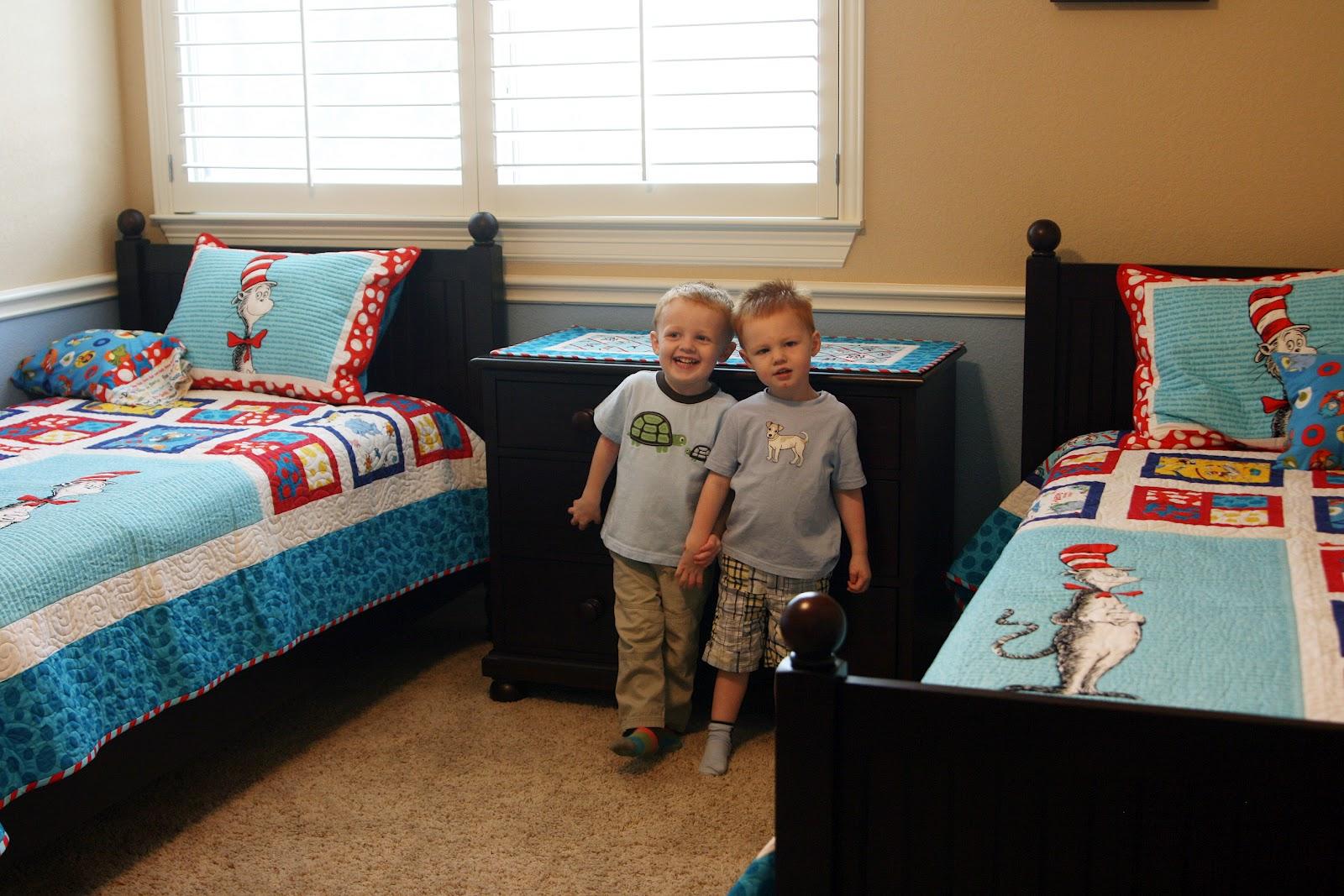 Fat Quarter Shop's Jolly Jabber: The Twins' Bedroom Tour