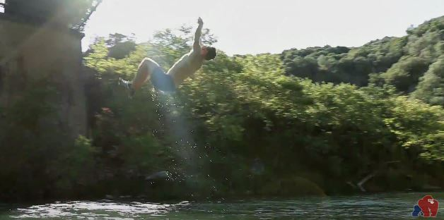 Θεσπρωτία: Gorilla Entertainment - Βουτιές στον Καλαμά απο την Γέφυρα της Μπολιάνας (ΒΙΝΤΕΟ)