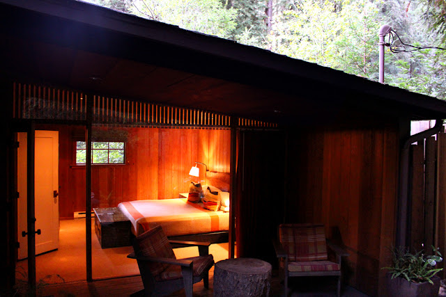 Glen Oaks log cabin hotel, Big Sur California - luxury travel blog