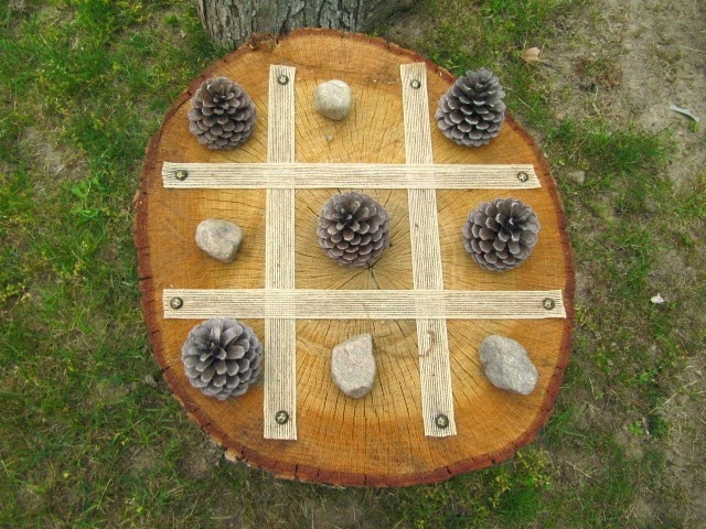 tree stump tic tac toe