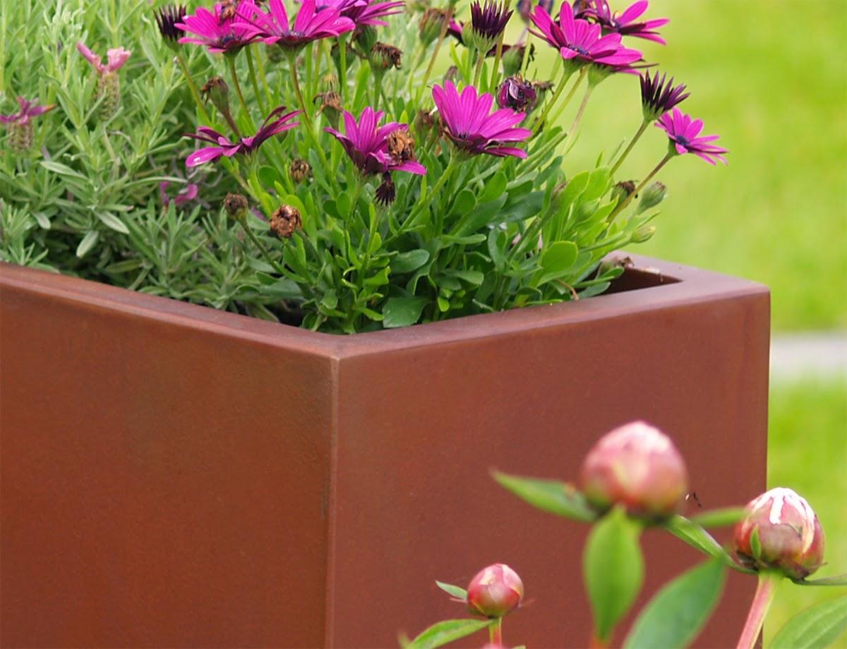 jardini re aspect rouill finition rust actualit bacs. Black Bedroom Furniture Sets. Home Design Ideas