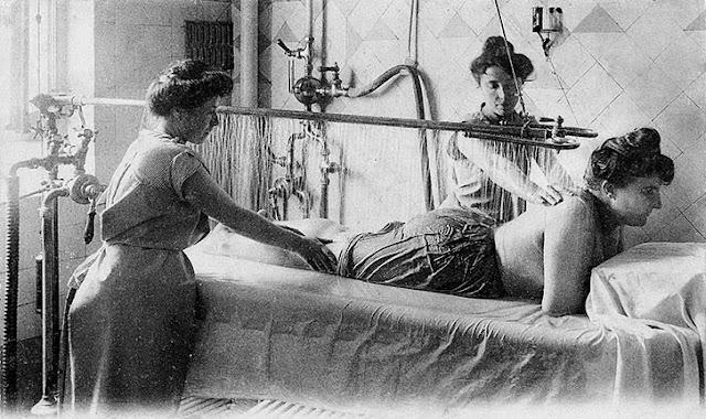 Исторический душ Виши на курорте Виши. La Douche de Vichy massage à 4 mains, «L'Originale depuis 1896»
