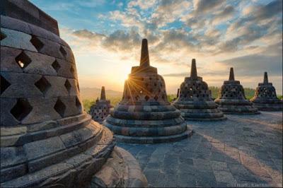 Sejarah Lengkap Asal Mula Pembangunan dan Pendiri Candi Borobudur Peninggalan Dinasti Syailendra dari Kerajaan Mataram Kuno