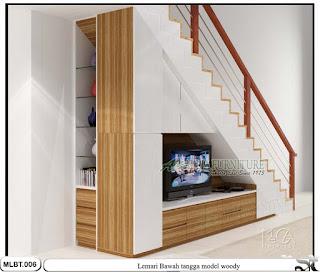 Lemari hpl bawah tangga minimalis woody