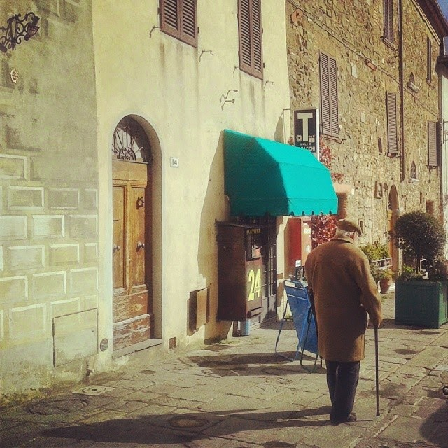 The end of Benvenuto Brunello (old man on his way home in Montalcino)