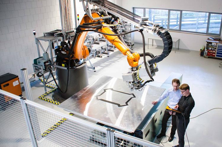 Автоматизация производства на основе промышленных роботов