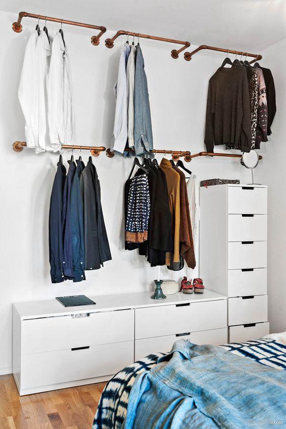 araras de roupas de parede