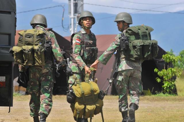 Anggota TNI yang Ditembak Kelompok KKB Diterbangkan ke Sorong