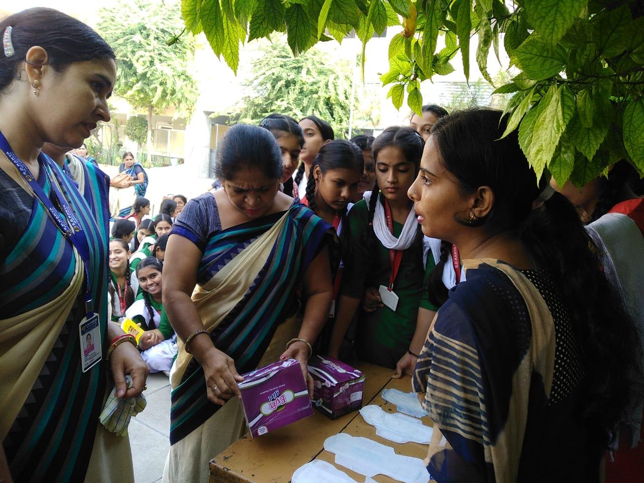 Every Girl Full Business in Hindi-English Megnatic Anion