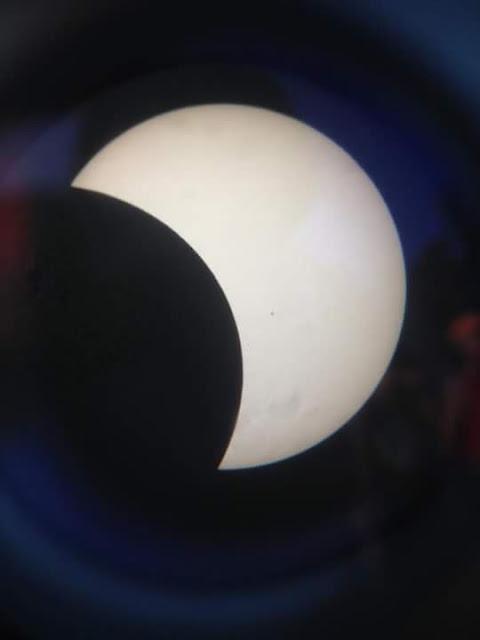 Nhật thực một phần qua tấm lọc kính thiên văn chụp bởi bạn Phan Văn Quy ở Clb Thiên văn Phan Thiết (PAAC).