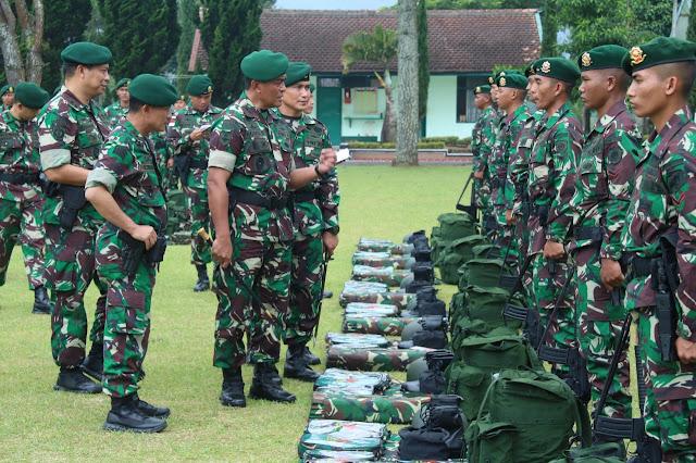 Pangdivif 1 Kostrad Periksa Kesiapan Satgas Pamtas RI-Malaysia di Garut
