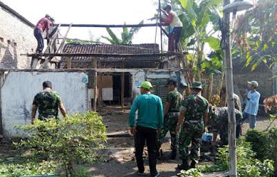 Program Prajurit TNI Peduli Masyarakat, Bantu Rehab Rumah Warga yang Rusak Berat - Commando