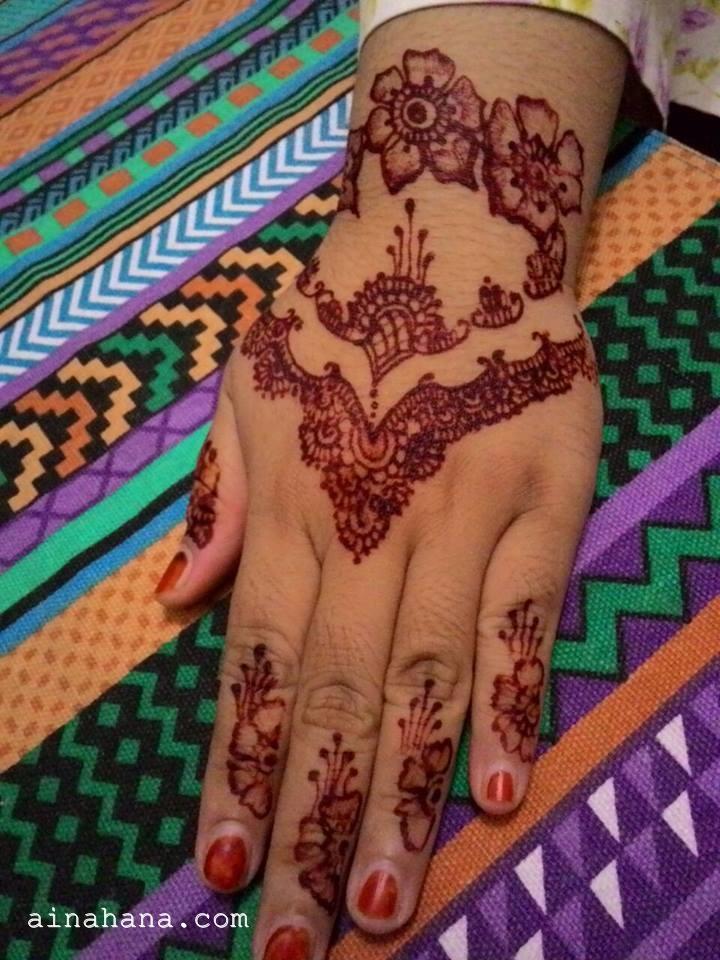 Coretan Hana Coz Every Words Have Meaning Ber Henna Ria Di Malam Raya