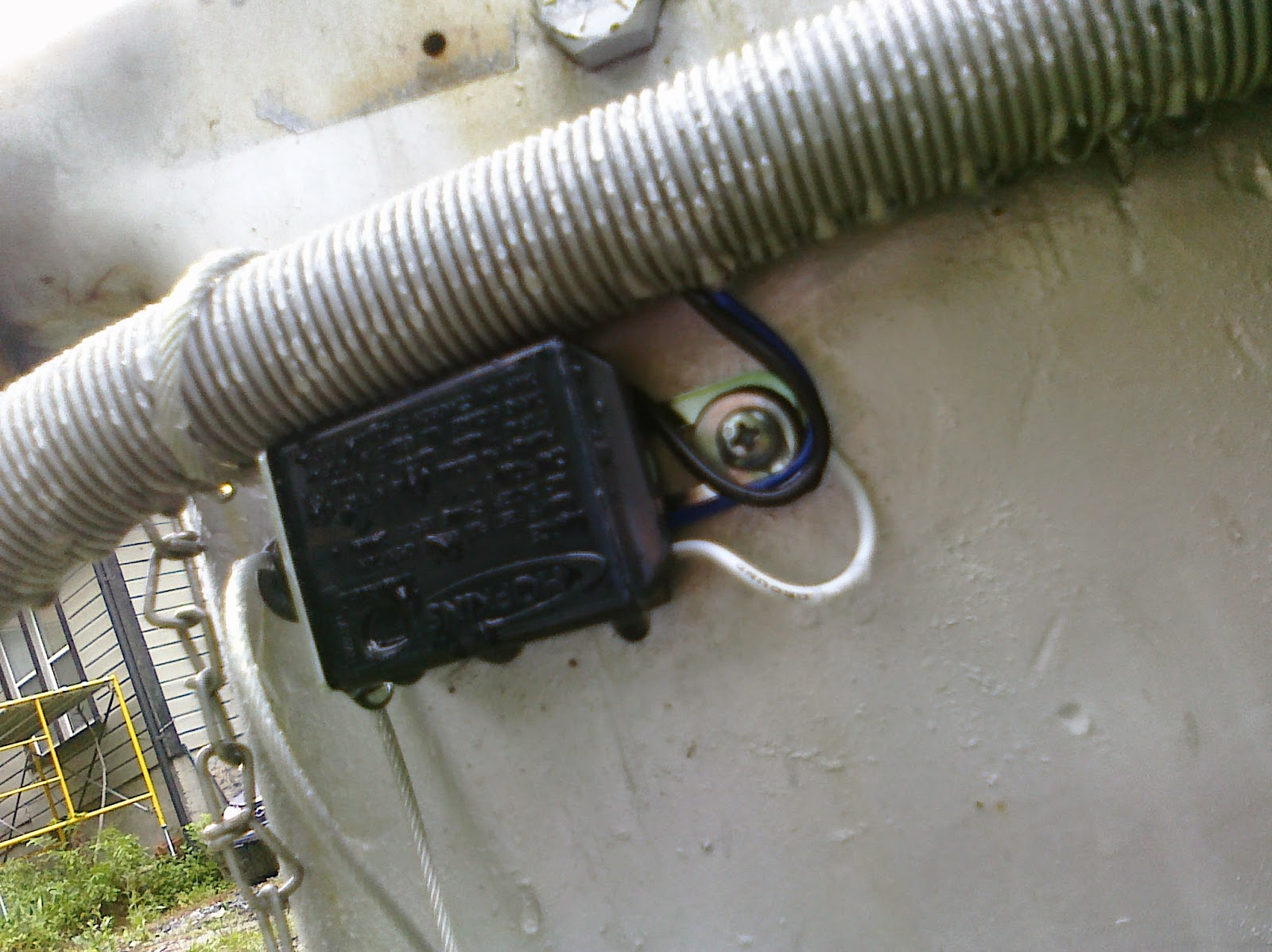 hight resolution of if the trailer and tow vehicle become separated the brakes on the trailer engage legally required white wire grounded