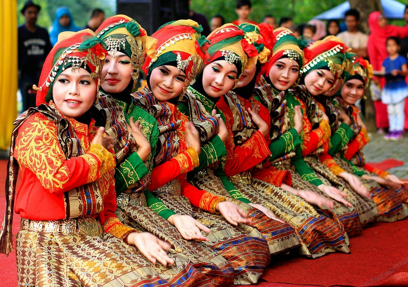 Saman Dance From Aceh Indonesia  Indonesian Islands Culture Tourism