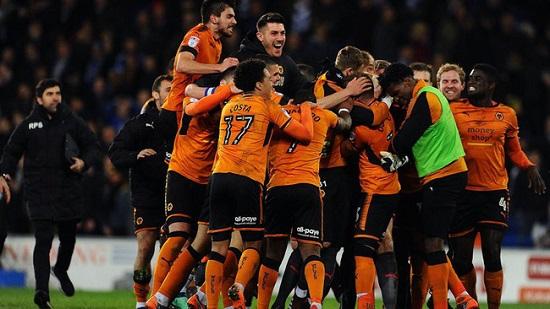 Các cầu thủ Câu lạc bộ Wolverhampton mừng chiến thắng