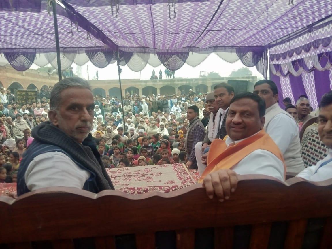 राज्यमंत्री कृष्णपाल गुर्जर ने 3 करोड़ 94 लाख 84 हजार रुपये की लागत से बनने वाली दो सडक़ों का विधिवत शिलान्यास किया