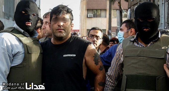 Este hombre es arrestado por llevar camiseta que enseña tatuaje en público.