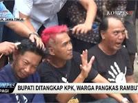 VIDEO: Bupatinya Ditahan KPK, Warga Nganjuk Lakukan Syukuran