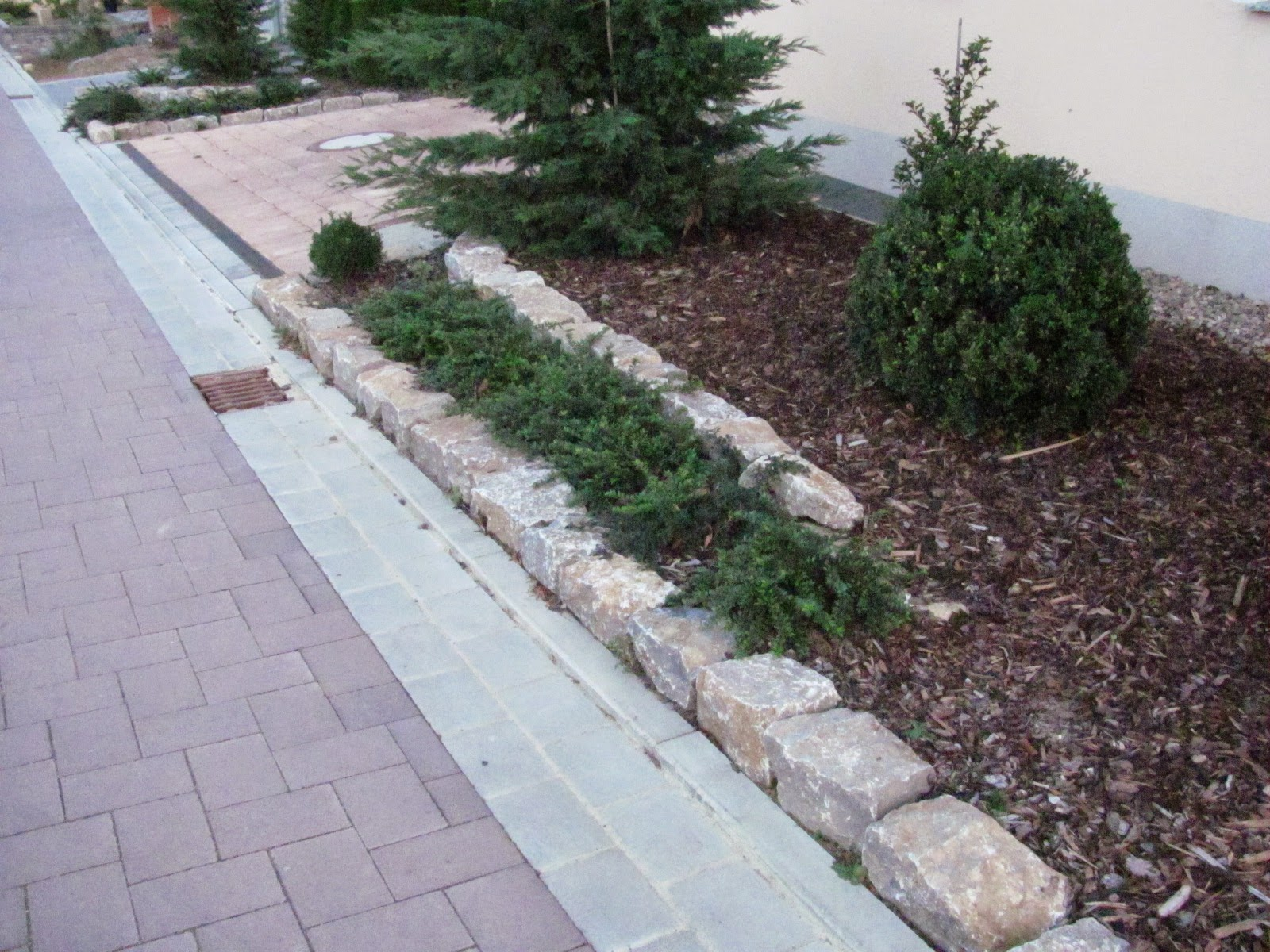 Mauern dienen als Abgrenzung zum Nachbarn fr Beete oder
