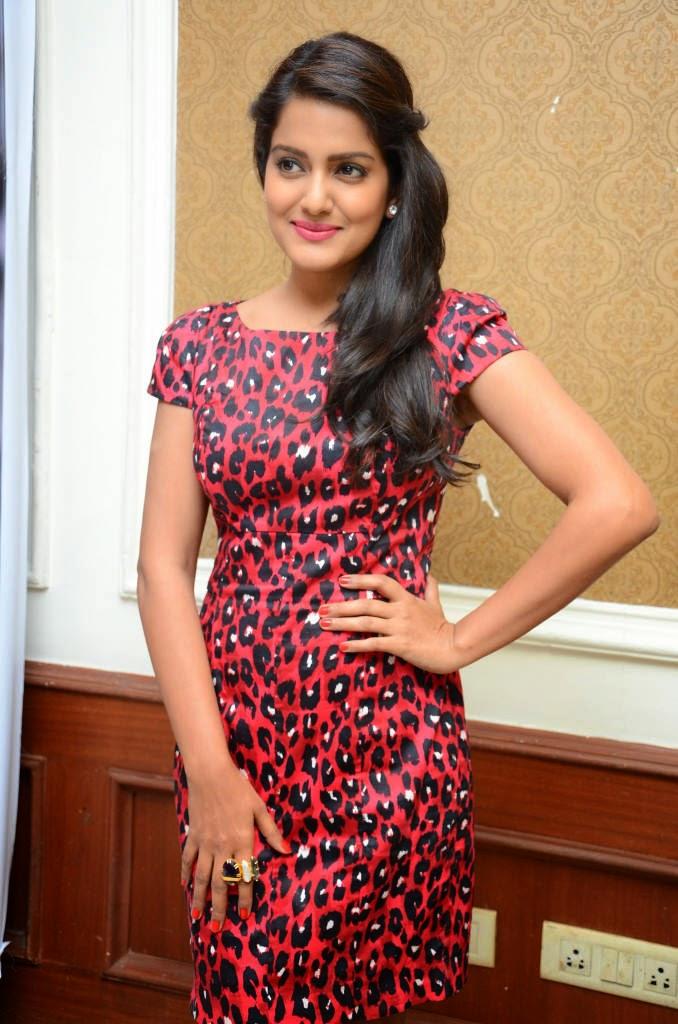 Actress Celebrities Photos: Vishakha Singh Latest Stills