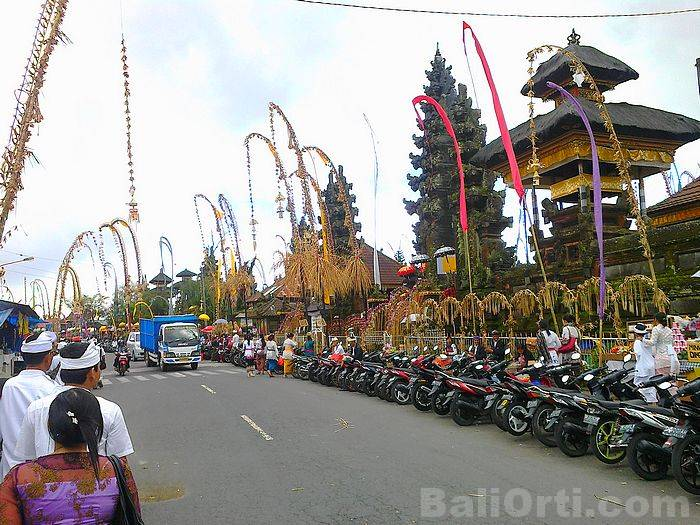 Roads in front of Batur Temple is filled with motorcycles
